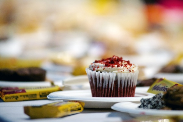 <p><p>A cupcake sits among hundreds of other desserts. (Bas Slabbers/for NewsWorks)</p></p>