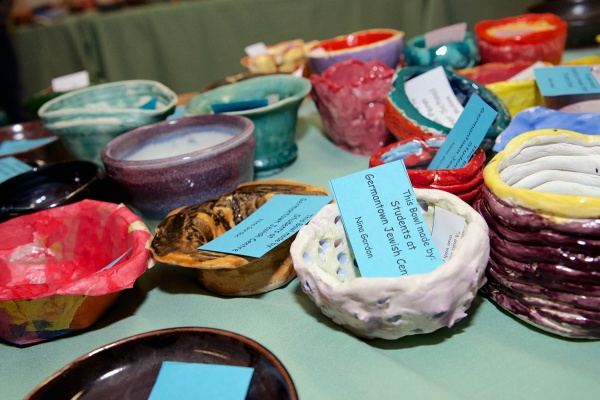 <p><p>Volunteers made 1,600 bowls. (Bas Slabbers/for NewsWorks)</p></p>