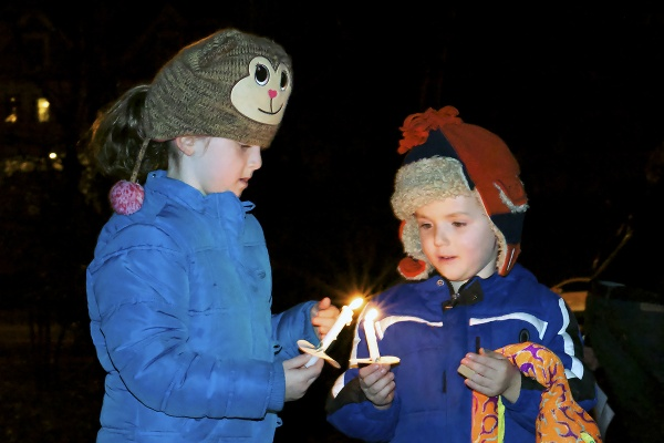 <p><p>Kids share a flame to light the next candle. (Bas Slabbers/for NewsWorks)</p></p>