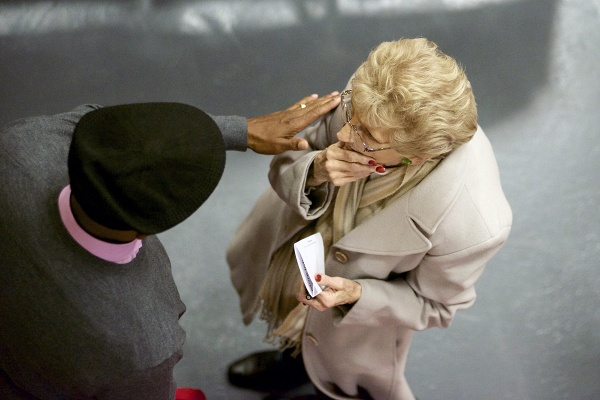 <p>&lt;p&gt;Paulsboro Mayor W Jeffrey Hamilton and a resident talk before the meeting. (Bas Slabbers/for NewsWorks)&lt;/p&gt;</p>