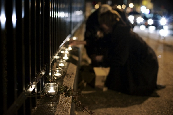 <p>Candles are lit on the 5900 block of Germantown Avenue. (Bas Slabbers/for NewsWorks)</p>