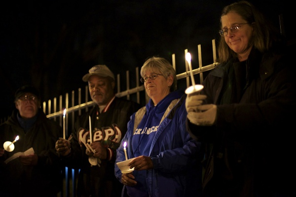 <p>A moment of silence. (Bas Slabbers/for NewsWorks)</p>