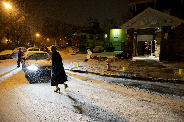 <p>Snow fell as the guests returned home. (Bas Slabbers/for NewsWorks)</p>
