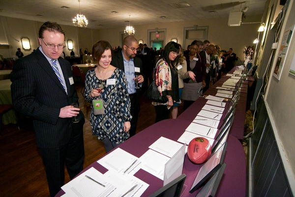 <p><p>Guests browse items offered at the silent auction. (Bas Slabbers/for NewsWorks)</p></p>