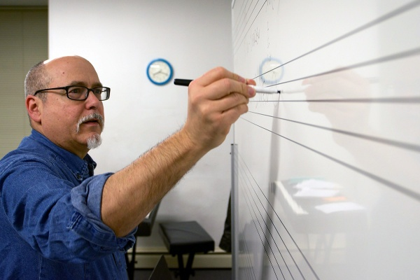 <p>Music teacher Ed Wise fray out the schematics of a song in a roadmap on the whiteboard. (Bas Slabbers/for NewsWorks)</p>