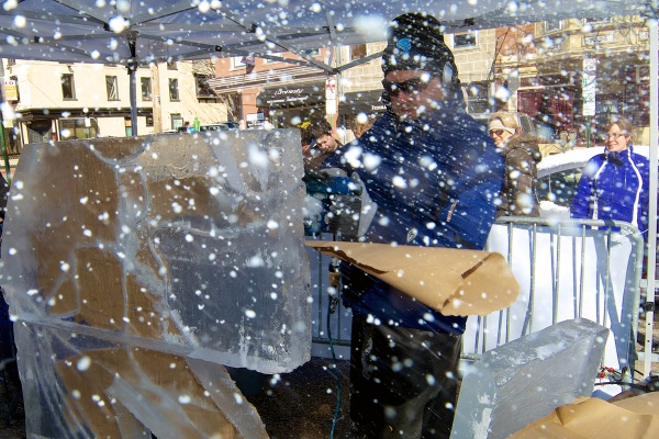 <p><p>Dan Rebholz, an ice sculptor from Chicago, wows the crowd while he works. (Bas Slabbers/for NewsWorks)</p></p>