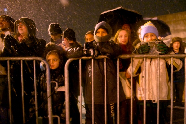 <p><p>The rain didn't stop hundreds of people from coming out to see the show. (Bas Slabbers/for NewsWorks)</p></p>