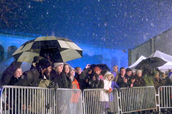<p><p>Despite freezing rain and snow, locals came out to enjoy the show. (Bas Slabbers/for NewsWorks)</p></p>