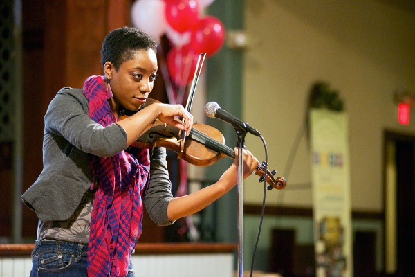 <p><p>Somer Jordan sang and played a violin piece. (Bas Slabbers/for NewsWorks)</p></p>