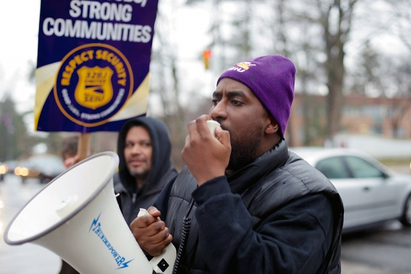 <p><p>McGinn Security employees rallied for better wages and working conditions at Henry Avenue and School House Lane on Tuesday. (Bas Slabbers/for NewsWorks)</p></p>