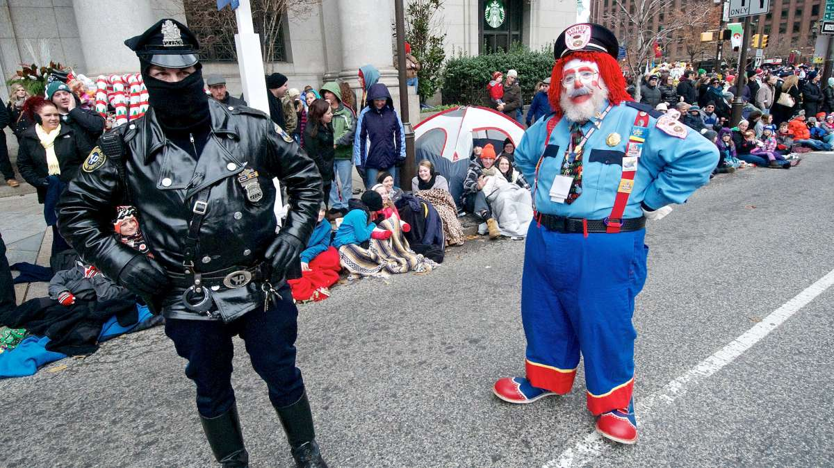 Officers with the Philadelphia Police Department made sure everything was safe along the parade route. (Bas Slabbers/for NewsWorks)
