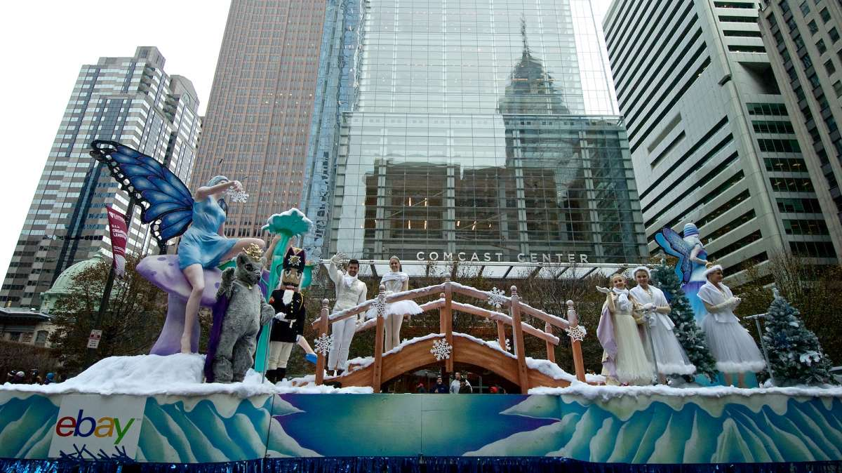 The parade route takes the floats, balloons and marching bands from JFK Boulevard, past Love Park, and up the Benjamin Franklin Parkway to end at the Art Museum. (Bas Slabbers/for NewsWorks)