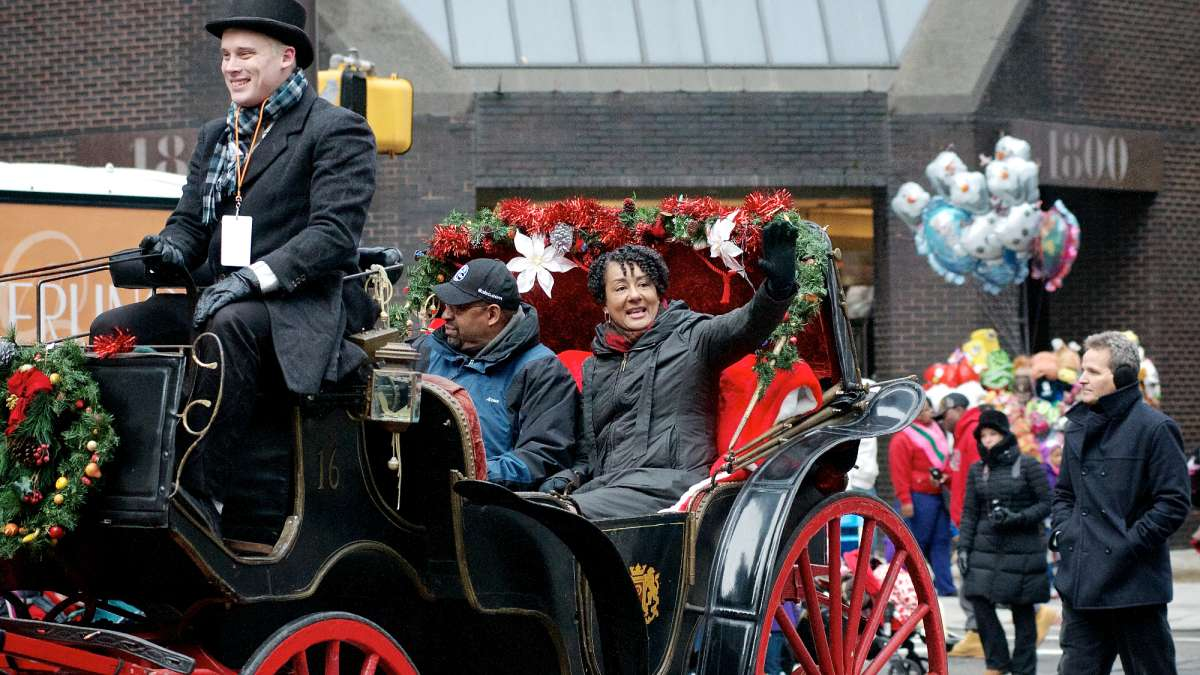 Mayor Micheal Nutter and his wife Lisa ride a horse-drawn carriage ahead of the parade. (Bas Slabbers/for NewsWorks)