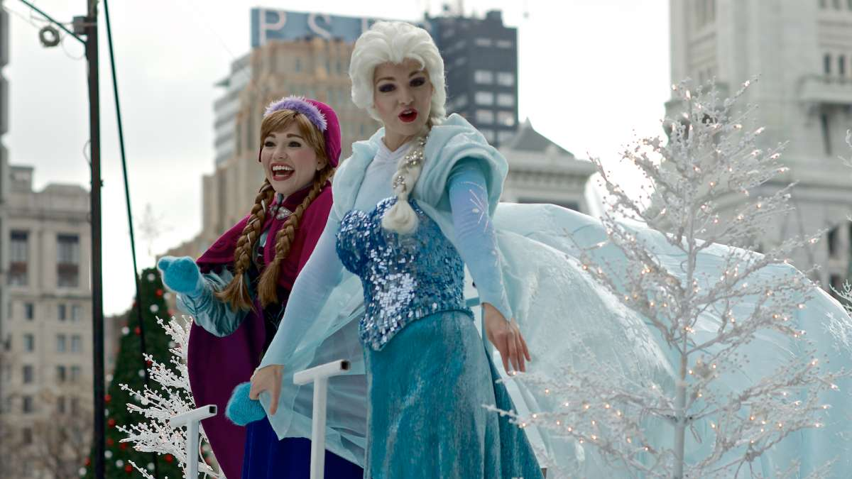 Anna and Elsa from Disney on Ice presents 'Frozen'. (Bas Slabbers/for NewsWorks)