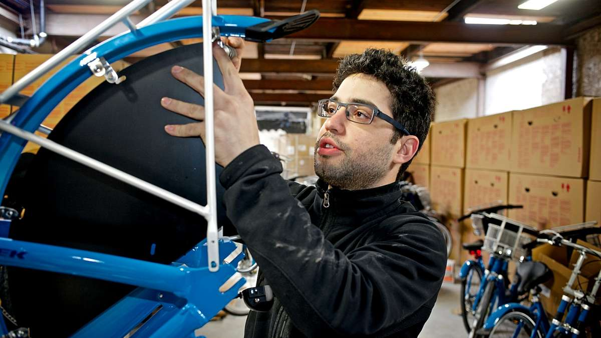 Avid cyclist and head mechanic Jake Siemiarowski. (Bastiaan Slabbers/for NewsWorks)
