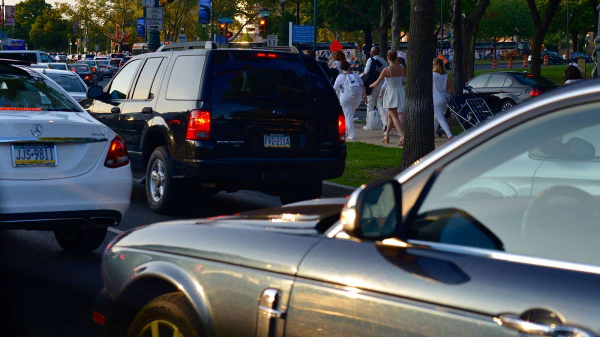 Guests make their way through rush hour traffic once the location for Dîner en Blanc is announced.