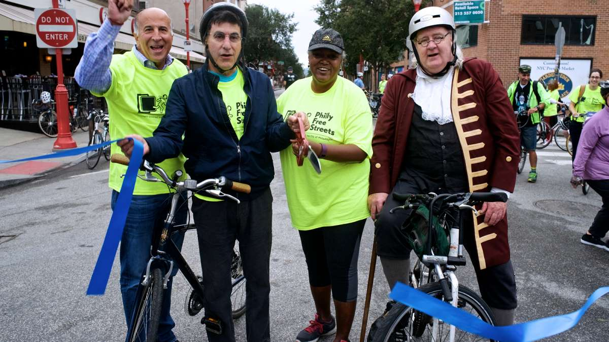Councilman Mark Squilla, Managing Director Michael DiBerardinis, Deputy Managing Director of Transportation and Infrastructure Clarena Tolson, and Benjamin Franklin cut the ribbon to officially open Philly Free Streets Day.