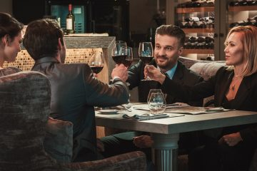 (<a href='https://www.bigstockphoto.com/image-167825321/stock-photo-group-of-successful-business-people-clinking-glasses-of-red-wine-during-business-dinner-in-restaurant'>NejroN Photo</a>/Big Stock Photo)