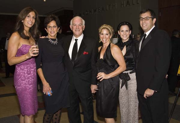 <p><p>Stephen Cozen (center) with his daughter Cathi Cozen (left) and his wife, Sandy, Erica Taxin Bleznak, and Eric and Susan Pearson (Photo courtesy of Zoey Sless-Kitain)</p></p>
