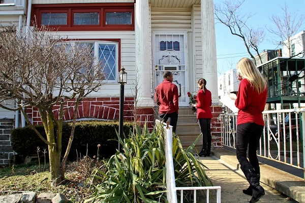 <p><p>The Verizon FiOS cupids -- Jennifer Wallington, Michelle Joffe and Jeremy Keys (R-L) -- wait for a customer to answer the door in Olney on Thursday. (Brad Larrison/for NewsWorks)</p></p>