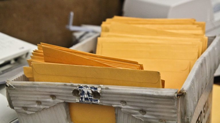 Today is the deadline to file campaign finance papers at City Hall. (Kimberly Paynter/WHYY)