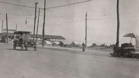 A photo of Beach Avenue in 1916 shows the former band pavilion across from Gurney street. (Richard Gibbs Collection)
