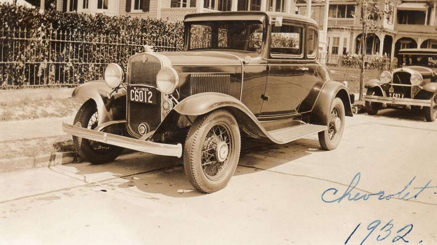 A 1932 Chevy parked in front of 203 Congress Place. (Richard Gibbs Collection)