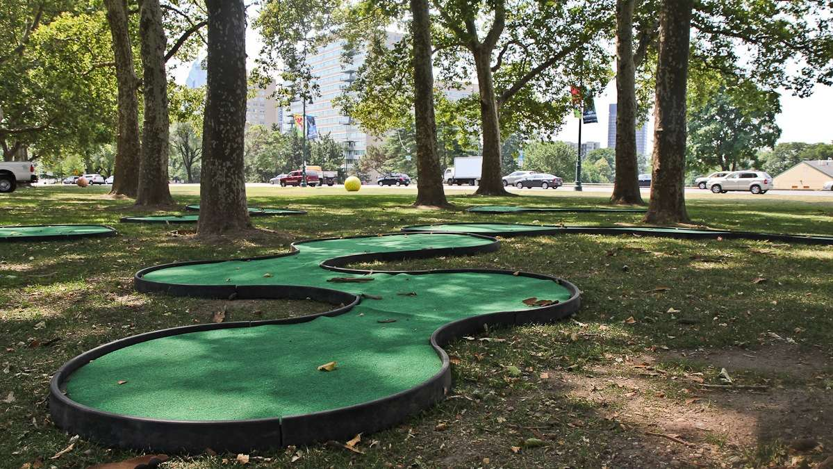 A miniature gold course is installed at Eakins Oval on the Parkway. (Kimberly Paynter/WHYY)