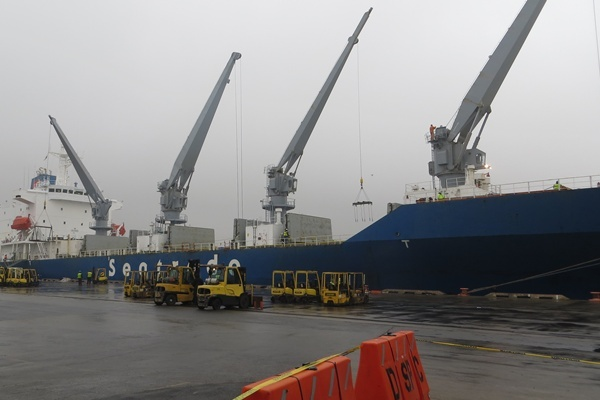 <p><p>Pacific Seaways' chartered refrigerated breakbulk vessel<em>m/v Polarstream</em>discharges nearly 6,600 pallets of Chilean table grapes, blueberries, cherries, peaches, nectarines, apricots and plums at the Port of Wilmington (Shirley Min/WHYY)</p></p>