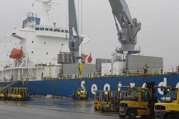 <p><p>Pacific Seaways' chartered refrigerated breakbulk vessel<em>m/v Polarstream</em> discharges nearly 6,600 pallets of Chilean table grapes, blueberries, cherries, peaches, nectarines, apricots and plums at the Port of Wilmington (Shirley Min/WHYY)</p></p>