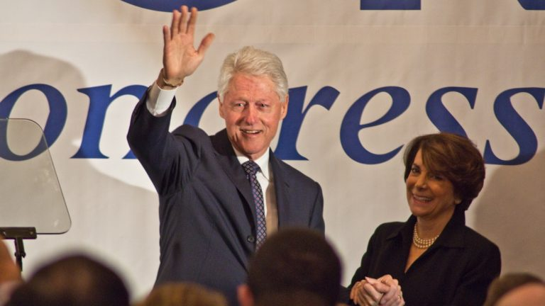 Former President Bill Clinton endorses Marjorie Margolies for Pa.'s 13th congressional district. (Kimberly Paynter/WHYY)