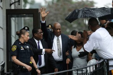 .Bill Cosby, center, gestures while exiting the Montgomery County Courthouse with his publicist Andrew Wyatt, second from left, after a mistrial was declared in his sexual assault trial in Norristown, Pa., Saturday, June 17, 2017. (AP Photo/Matt Slocum)