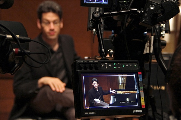 Pianist Jonathan Biss delivers his lecture from a piano bench and plays to illustrate his points. (Emma Lee/for NewsWorks)