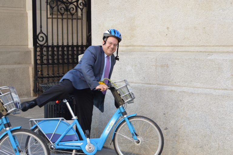 City Councilman Alan Domb dressed up to bike to work (Tom MacDonald/WHYY)