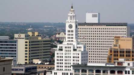 The Philadelphia Police Department will move to the former Inquirer building on North Broad Street by 2020. (Emma Lee/WHYY)