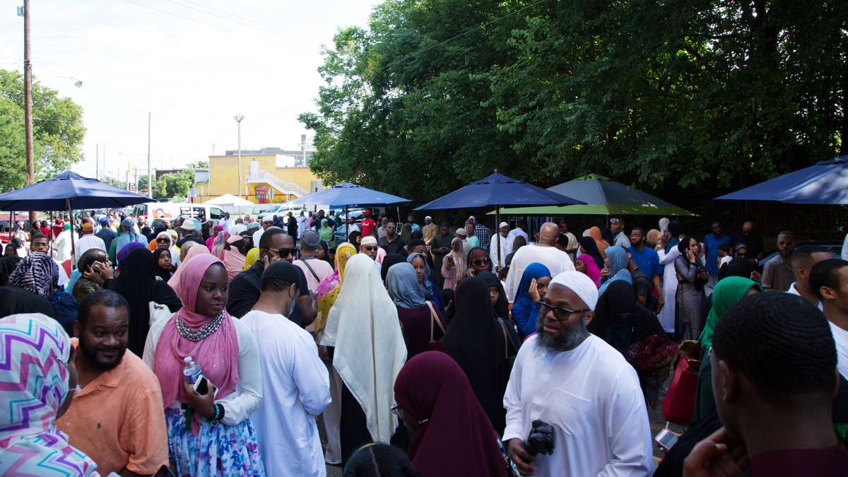 Crowds of people outside of Philadelphia Masjid on the Eid al-fitr holiday