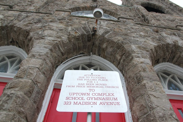 <p>A sign in front of the Price Memorial Church in Atlantic City directs voters to an alternate polling place. (Emma Lee/for NewsWorks)</p>