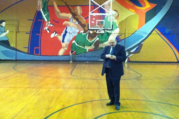 <p>Lee Schwartz, the leader of Philadelphia's 48th Ward, tries to fix problems with voting at Guerin Recreation Center at 16th and Jackson Streets.  (Benjamin Herold/WHYY)</p>