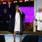 Aretha Franklin sings as Pope Francis and others listen during the World Meeting of Families festival in Philadelphia, on Saturday, Sept. 26, 2015. (Tony Gentile/Pool Photo via AP)