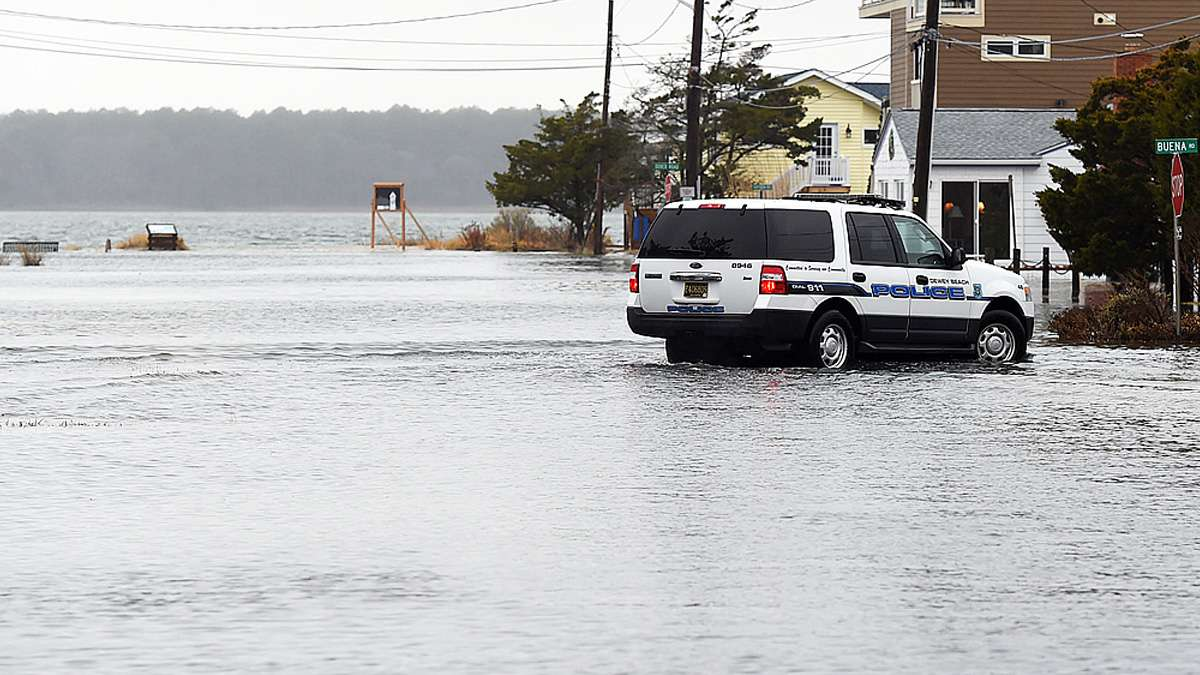 Winter Storm Damon has brought flooding to the side streets in Dewey Beach and Coastal Highway (Del. Rt. 1) south of Dewey Beach north of Indian River Inlet as the storm moves away this afternoon. (Chuck Snyder / for NewsWorks)