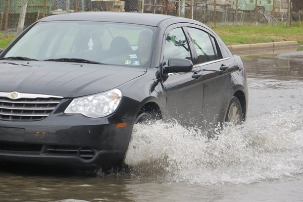 <p><p>High water slowed but didn't stop this driver heading into Wilmington on 12th Street. (Mark Eichmann/WHYY)</p></p>