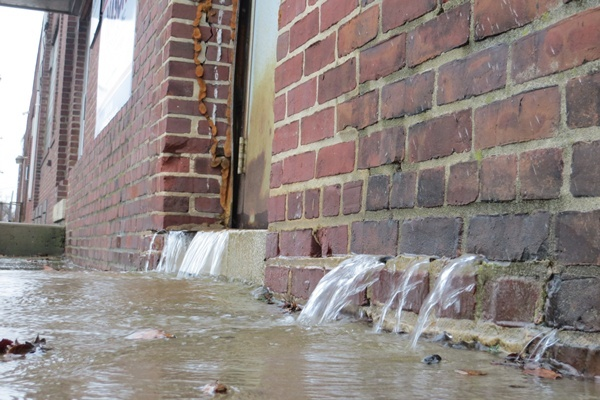 <p><p>This building along 12th St. may have some drainage problems. (Mark Eichmann/WHYY)</p></p>