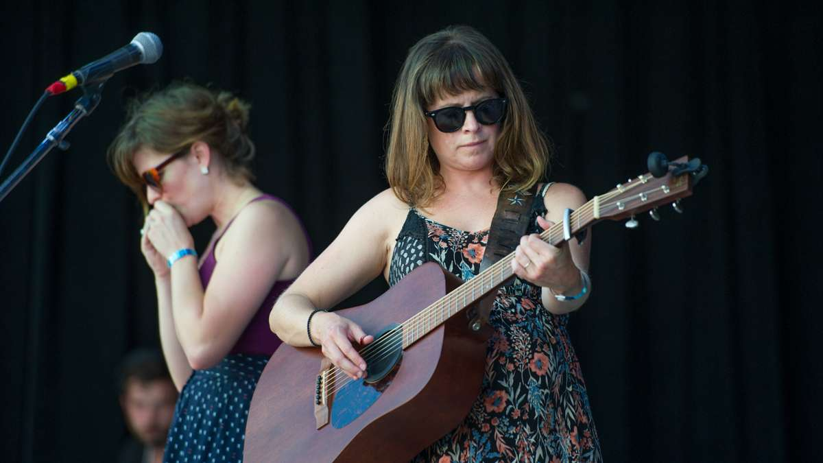 Sisters Brechyn Chase (left) and Larissa Chase Smith front the band The Hello Strangers.
