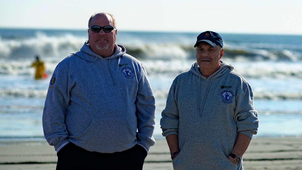 Lou Hannon (left) said temperatures on Saturday, Jan 16, 2016. were in the 50s while the ocean water temperature was in the upper 40s. (Bastiaan Slabbers/for NewsWorks)
