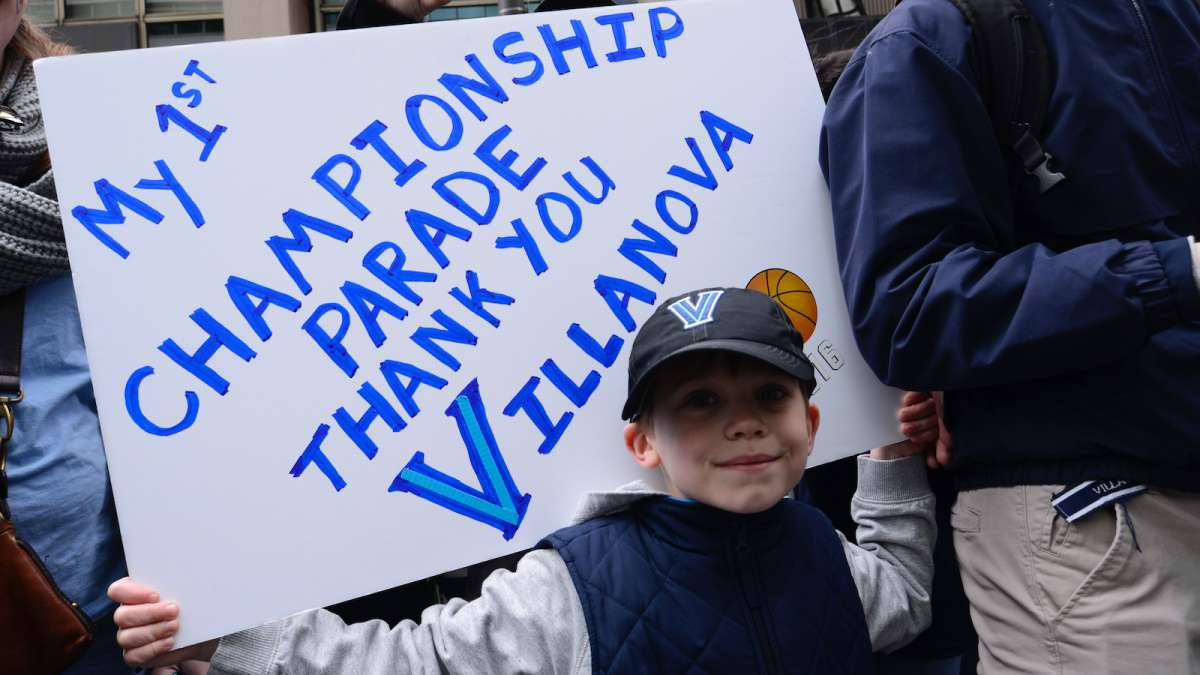 A young fan along the parade route.