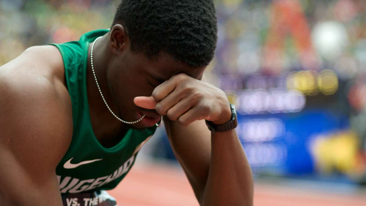 A runner in concentration and prayer before a heat.