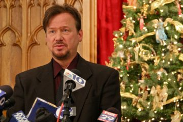 Methodist pastor Frank Schaefer announces at a press conference that he will not renounce gay marriage to avoid being defrocked. (Emma Lee/for NewsWorks)