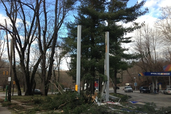 <p><p>A Sunoco employee said nobody was hurt when the tree fell around 6 a.m. Thursday. (Jane Winters/for NewsWorks)</p></p>