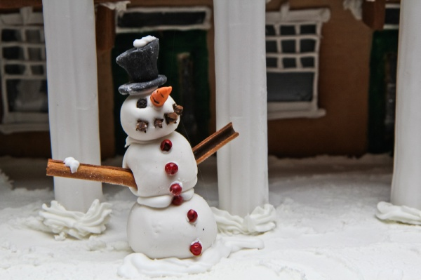<p>A tasty snowman with chewable arms made by Michelle Lee of R2L Restaurant. (Kimberly Paynter/for NewsWorks)</p>