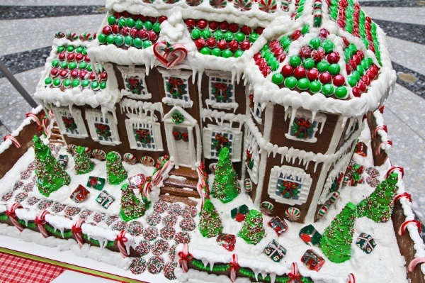 <p><p>A gingerbread replica of Laurel Hill Mansion, created by Karen Boyd of Bredenbeck's Bakery. (Kimberly Paynter/for NewsWorks)</p></p>